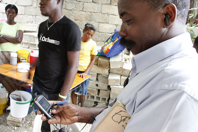 Using-mobile-phones-to-deliver-aid-messages-after-the-earthquake-in-Haiti-Flickr-DFID-Russell-Watkins-CC-BY-SA-2.0